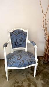 Fauteuil Ancien Bergere : fauteuils cabriolet relookes vendre rose et bleu la belle assise ~ Teatrodelosmanantiales.com Idées de Décoration