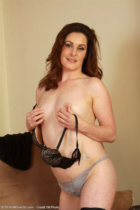 Mature Pictures Featuring 34 Year Old Tammy Wilcox From