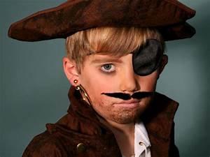 Punk & Sexy Glamorous Looking Pirate Halloween Makeup Ideas