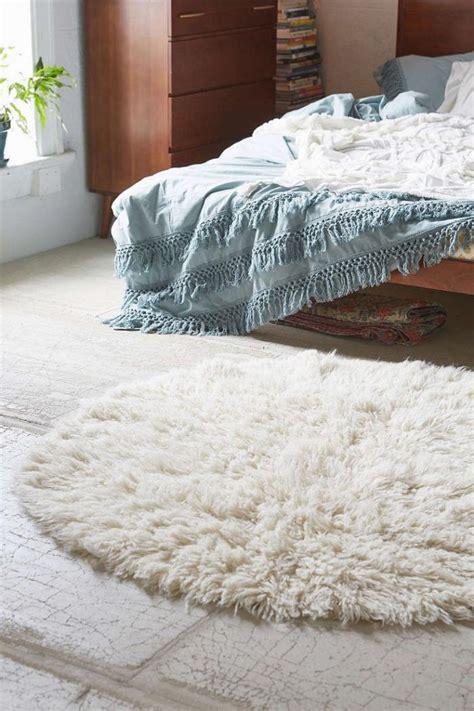 les tapis de chambre a coucher le petit tapis rond solution pour les petits