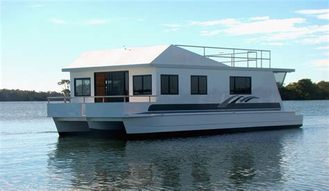 Motor Boat Homes by Houseboats