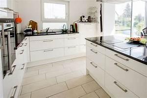Fliesen Für Küche : pflegeleichte fliesen f r die k che fischerhaus fertigh user aus bayern ~ Orissabook.com Haus und Dekorationen