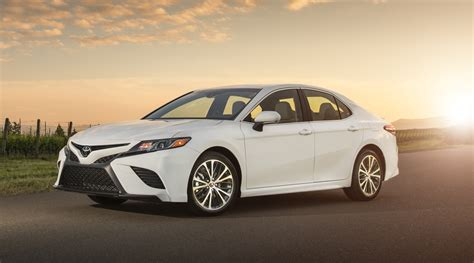 Toyota Camry Hybrid Image by 2018 Toyota Camry Hybrid Review Photos Caradvice