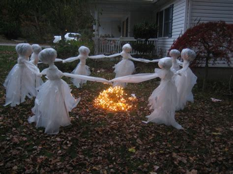 easy outside decorations 20 easy and cheap diy outdoor halloween decoration ideas