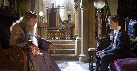 le bureau but saga harry potter focus sur le bureau de dumbledore