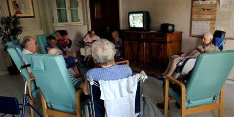 aides soignants et auxiliaires de vie quot aux premi 232 res loges de la souffrance quot