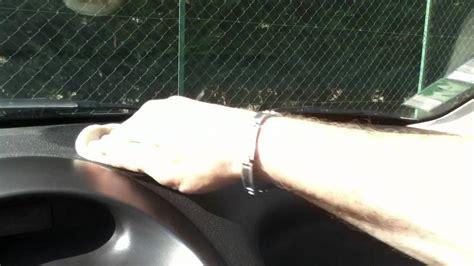 nettoyer le tableau de bord de votre voiture astuce auto nettoyage facile du tableau de bord