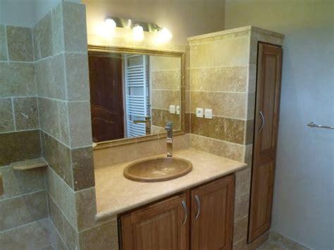 salle de bain avec meuble de cuisine salle de bains en ceramique et pate de verre azur agencement