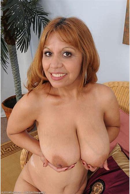 Sexy latin milf with nice tits - Pichunter