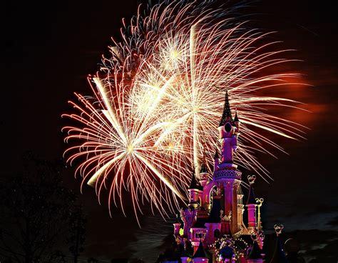 euro disney castle fireworks      bit
