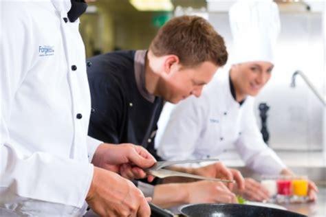 fiche metier commis de cuisine commis de cuisine fiche métier restauration institut