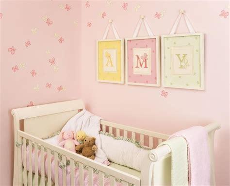 tableau deco chambre fille tableau chambre bébé 30 idées de décoration mignonne