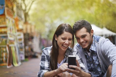 do young adults use dating sites