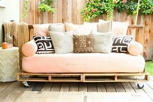 Couch Aus Paletten : m bel aus paletten 95 sehr interessante beispiele ~ Whattoseeinmadrid.com Haus und Dekorationen