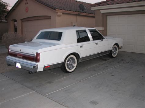 bornsupreme  lincoln town car specs