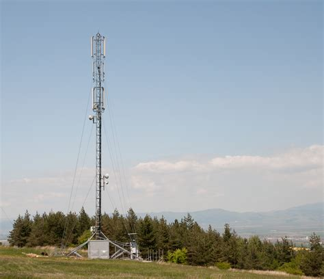 cell phone towers file cell phone tower lozen jpg wikimedia commons