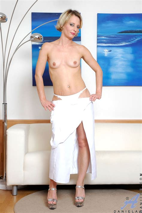Classy Lady In White Long Gown Mature Xxx Pics