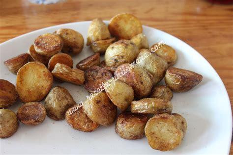 cuisiner pomme de terre nouvelle pommes de terre nouvelles sautées à la poêle accompagnements