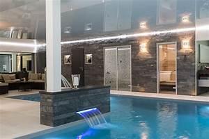 awesome maison moderne en bois avec piscine photos With awesome jardin et piscine design 10 maison moderne avec une magnifique piscine interieure