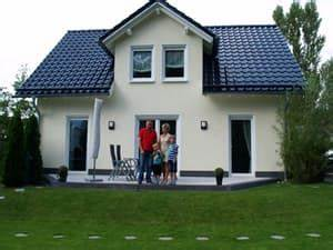 Welche Fassadenfarbe Passt Zu Braunen Fenstern : town country haus t c alle h user alle preise ~ Indierocktalk.com Haus und Dekorationen