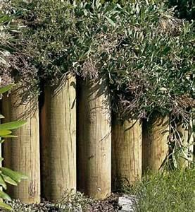 Rondin De Bois Pour Jardin : des rondins de bois pour decorer soutenir la terre ~ Edinachiropracticcenter.com Idées de Décoration