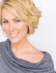 Short Haircuts for Women with Wavy Hair