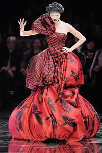 Alexander McQueen: Paris Fashion Week Ready-to-Wear - Zimbio