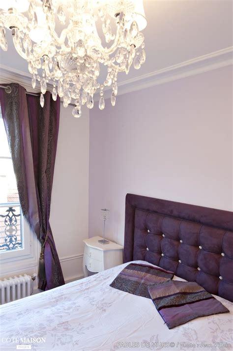 rideaux chambre à coucher chambre à coucher avec une tête de lit capitonnée mauve