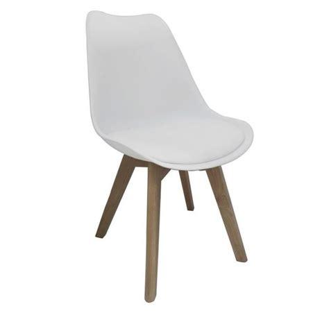 chaise blanche pied en bois bjorn chaise coque pvc blanc pieds bois naturel achat