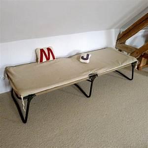 Lit De Camp : lit de camp chez les voisins ~ Teatrodelosmanantiales.com Idées de Décoration