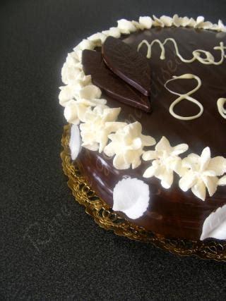 recette g 226 teau d anniversaire chocolat chantilly 750g