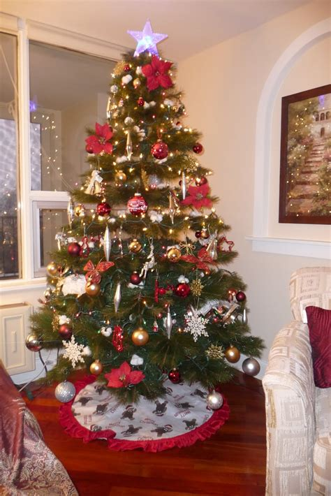 christmas trees decorated christmas trees decorated free large images