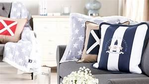 coussin bleu marine un interieur elegant westwing With rideaux pour terrasse exterieur 14 fauteuil blanc elegant et design westwing
