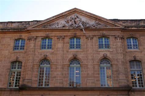 bureau de poste salon de provence aix en provence dans les bouches du rhone tourisme