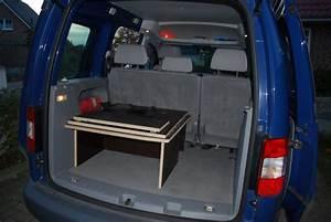 Im Auto übernachten : zusammengeklapptes bett caddy selbstgebautes bett zum ~ Kayakingforconservation.com Haus und Dekorationen