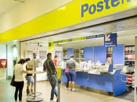 Uffici Postali Napoli - napoli penetrano da un buco e rapinano le poste di 200