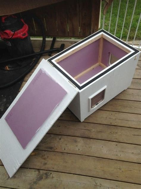woman   family build  shelter  feral cats cat house diy  cat house