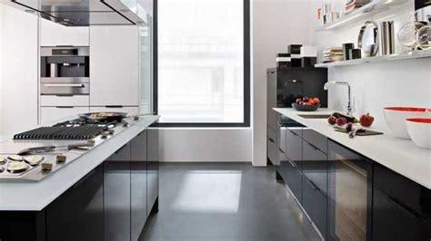 cuisine avec plan de travail noir