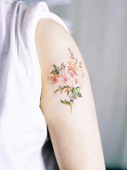 blumen tattoos ob bunt oder schwarz weiss klein oder gross