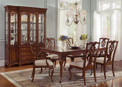Classic Dining Room Furniture 1 Arrangement