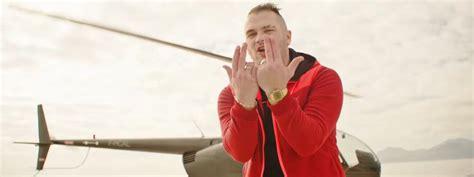 comment le geste du rappeur jul est devenu le signe d
