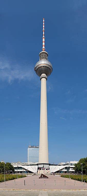 dateiberliner fernsehturm sicht vom neptunbrunnen
