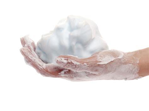 mousse pour nettoyer canapé conseils comment nettoyer un canapé en tissu et enlever