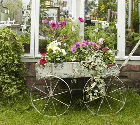 Garden Decoration Courses by Best 25 Country Garden Decorations Ideas On