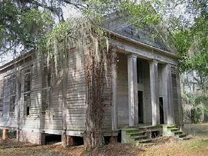 8 Haunted Alabama Cemeteries Will Give You Goosebumps