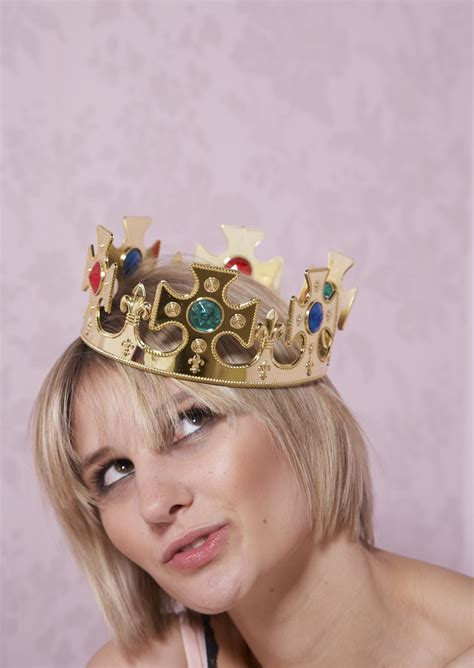 How to Make a Vintage Metal Crown | eHow