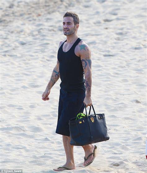 marc jacobs chooses hermes birkin bag  carry