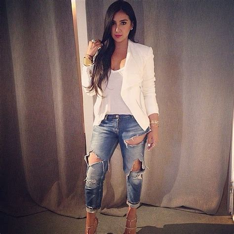 Best 25+ Torn jeans outfit ideas on Pinterest | White jean jackets Nautical jeans and Trendy ...