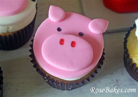 fondant pig face cupcake toppers