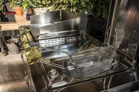 OUTDOOR KITCHEN UNIT 130   PLANCHA AND DEEP FAT FRYER (2